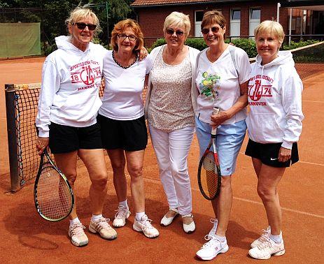Ein Foto der fünf Tennis-Damen